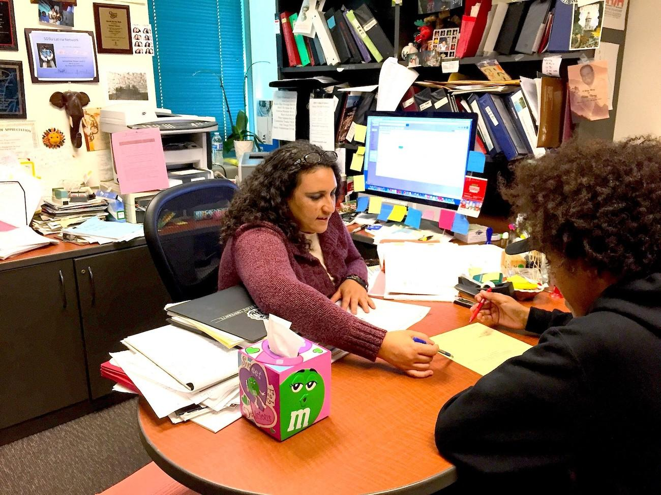 Image of an advisor advising a student